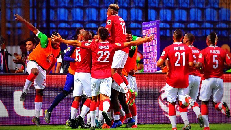 La joie des joueurs de Madagascar après leur qualification pour les huitièmes de finale.