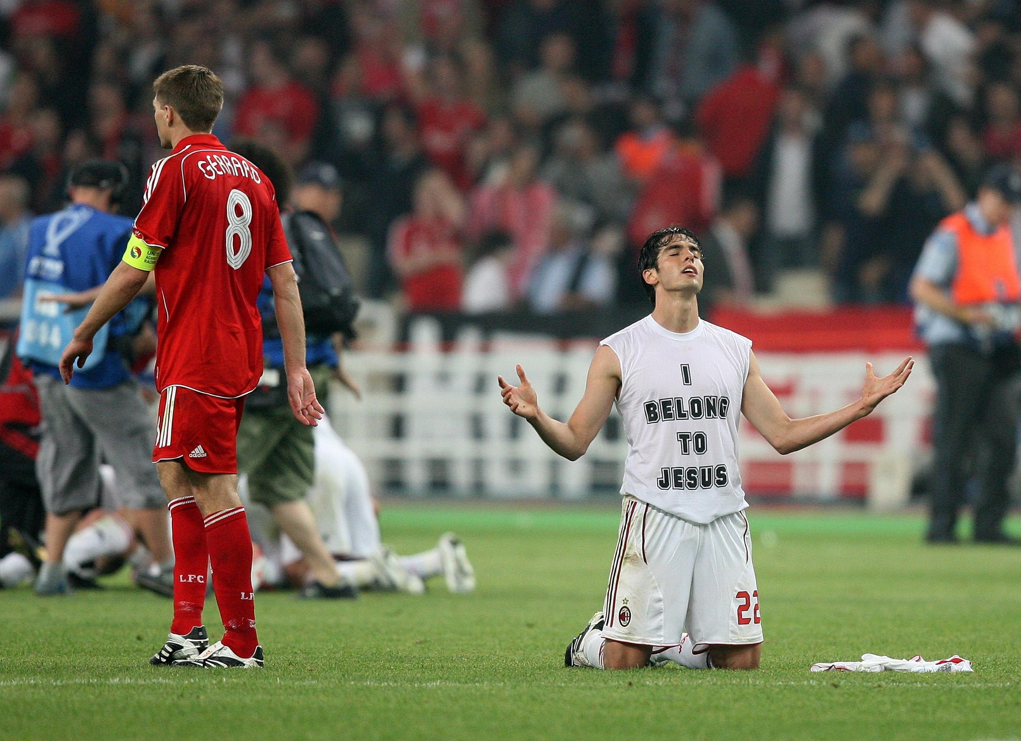 """Kaká et son T-shirt """"I Belong to Jesus"""" après le sacre de l'AC Milan lors de la Ligue des champions 2007"""