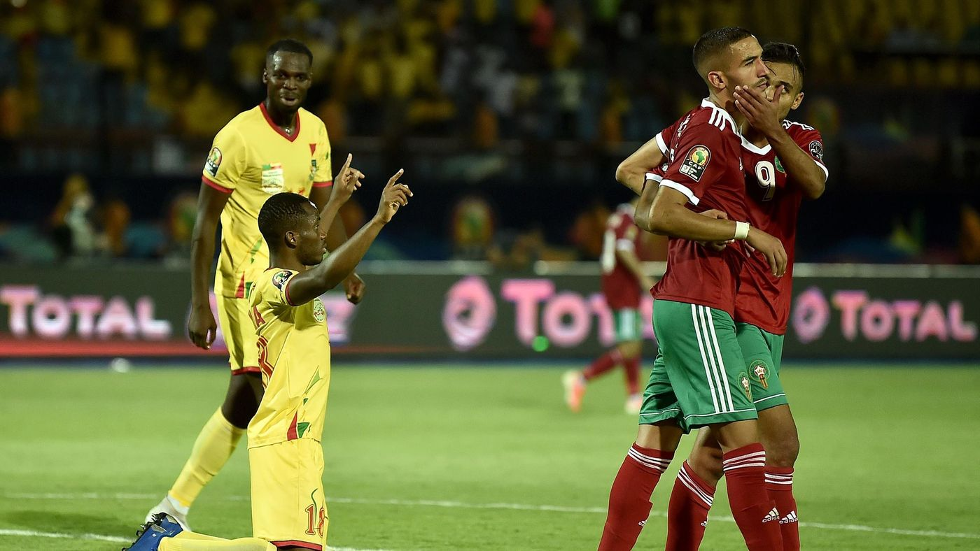 Morocco's forward Hakim Ziyech (2nd-R) reacts after missing a penalty kick as Benin's midfielder Mama Seibou celebrates during the 2019 Africa Cup of Nations (CAN) Round of 16 football match between Morocco and Benin at the Al-Salam Stadium in the Egyptia