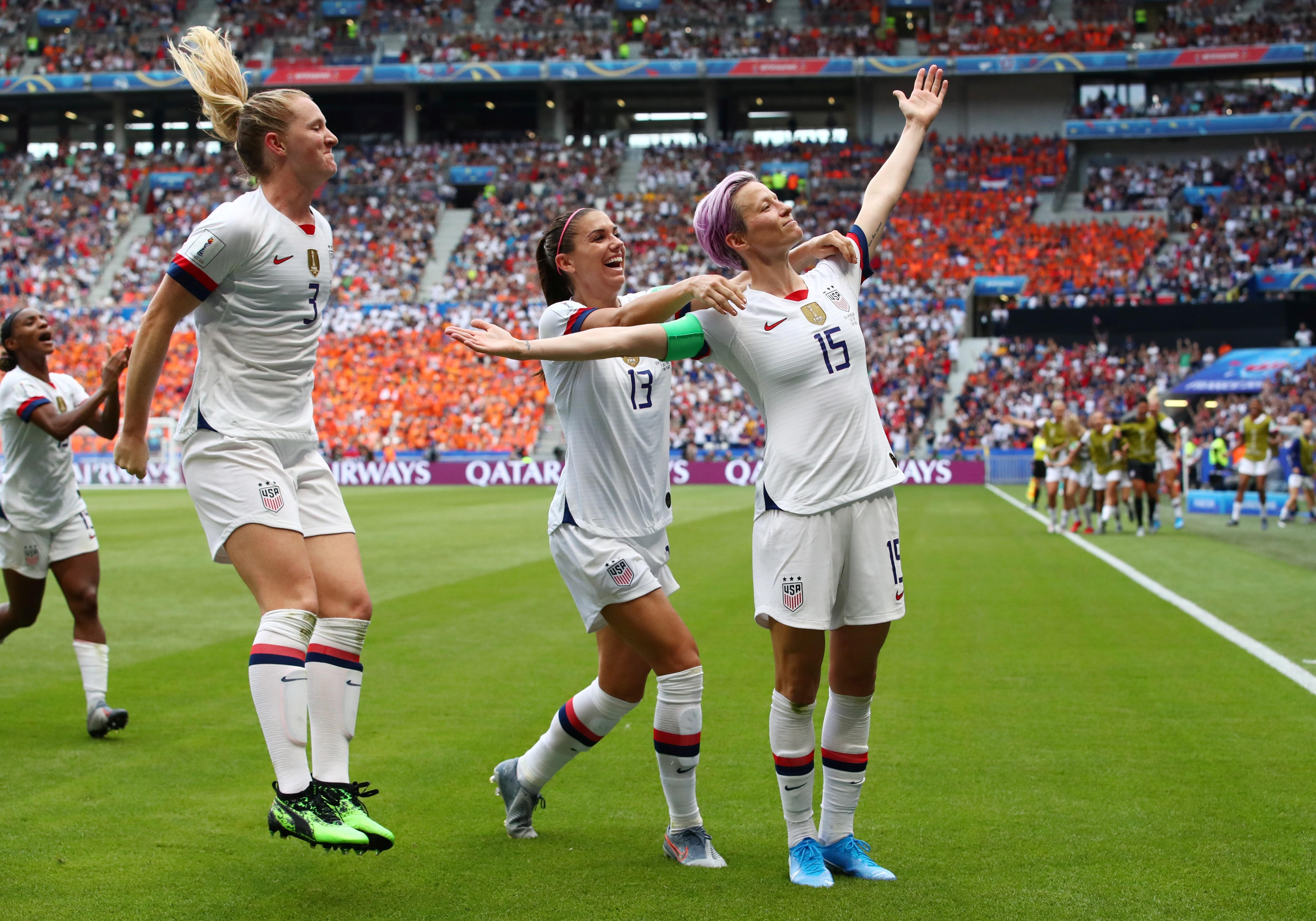 ABD Kadın Milil Futbol Takımı oyuncuları, Dünya Kupası finalinde attıkları golden sonra sevinç yaşıyorlar