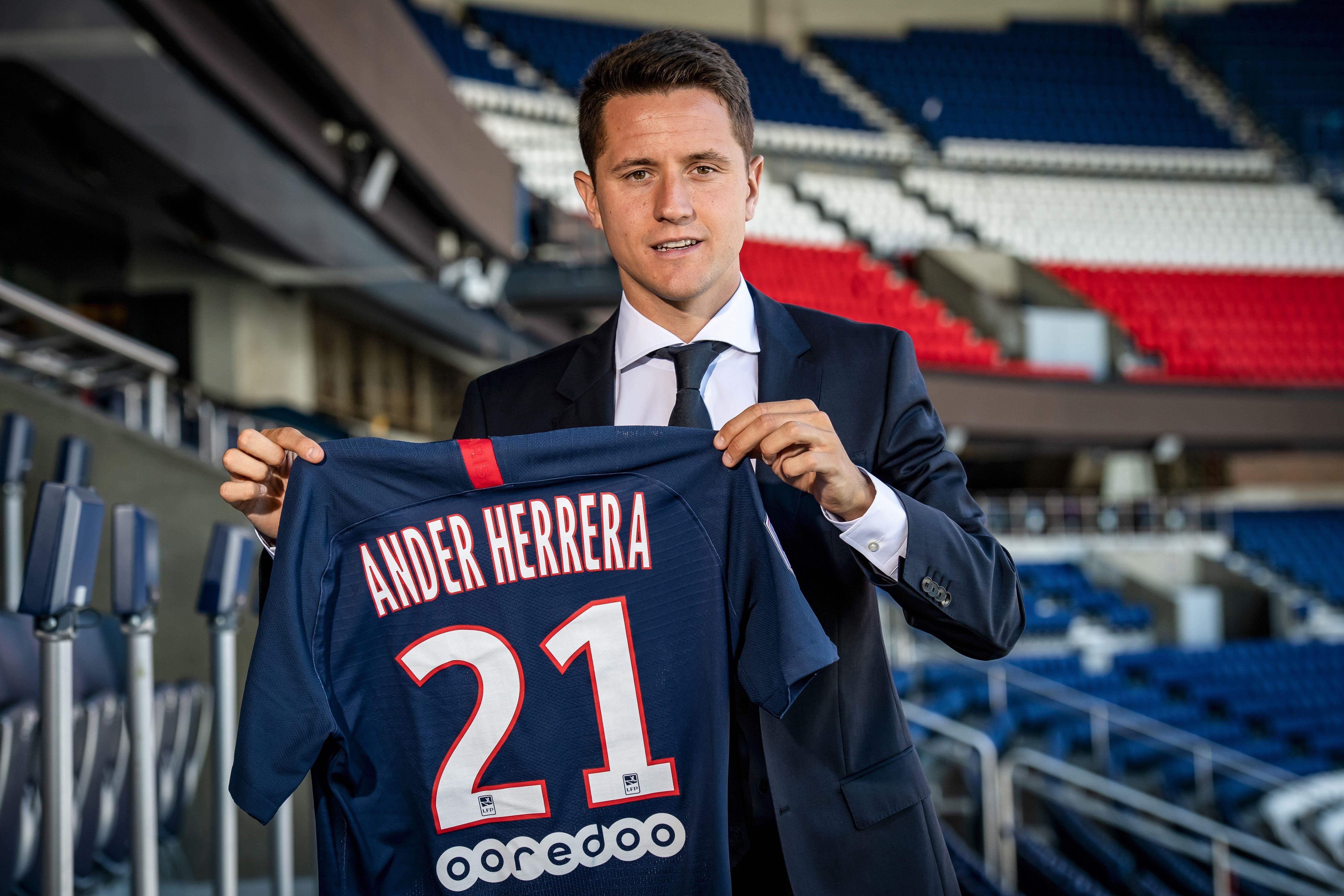 Ander Herrera lors de sa signature avec le PSG
