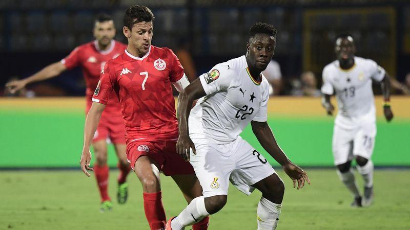 Andy Yiadom et Youssef Msakni lors de Ghana - Tunisie en CAN 2019
