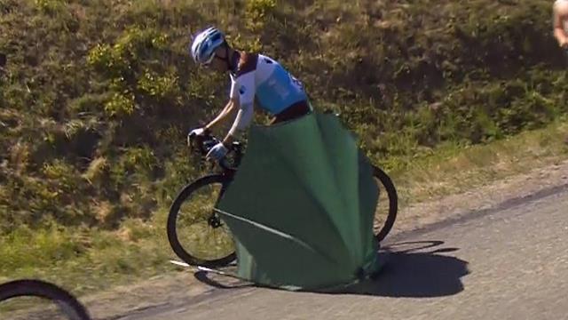 Tour de Francia 2019: Una sombrilla pudo provocar una tragedia en el pelotón