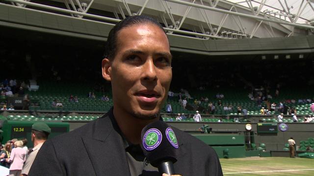 Virgil van Dijk op bezoek bij Wimbledon