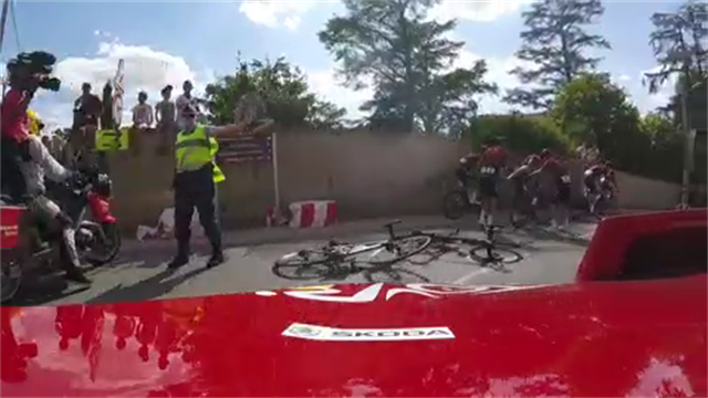 On-board footage shows just how quickly Ineos reacted to Geraint Thomas crash