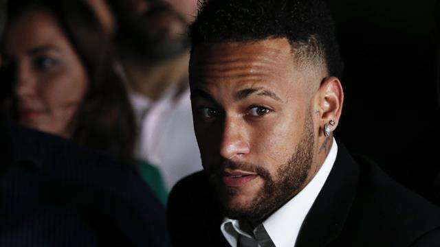 """""""Calomnie et extorsion"""" : des poursuites réclammées contre l'accusatrice de Neymar"""