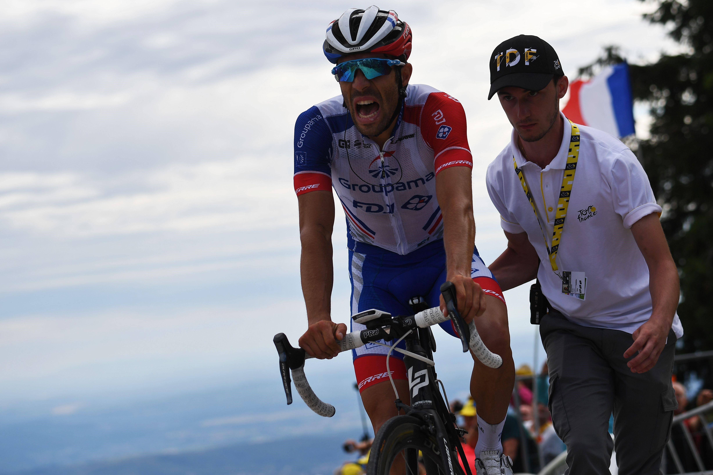 Thibaut Pinot, 2019 Tour'un 10. etabında çapraz rüzgarlar sonrası genel klasmanda 1 dakika 40 saniye kaybetti.