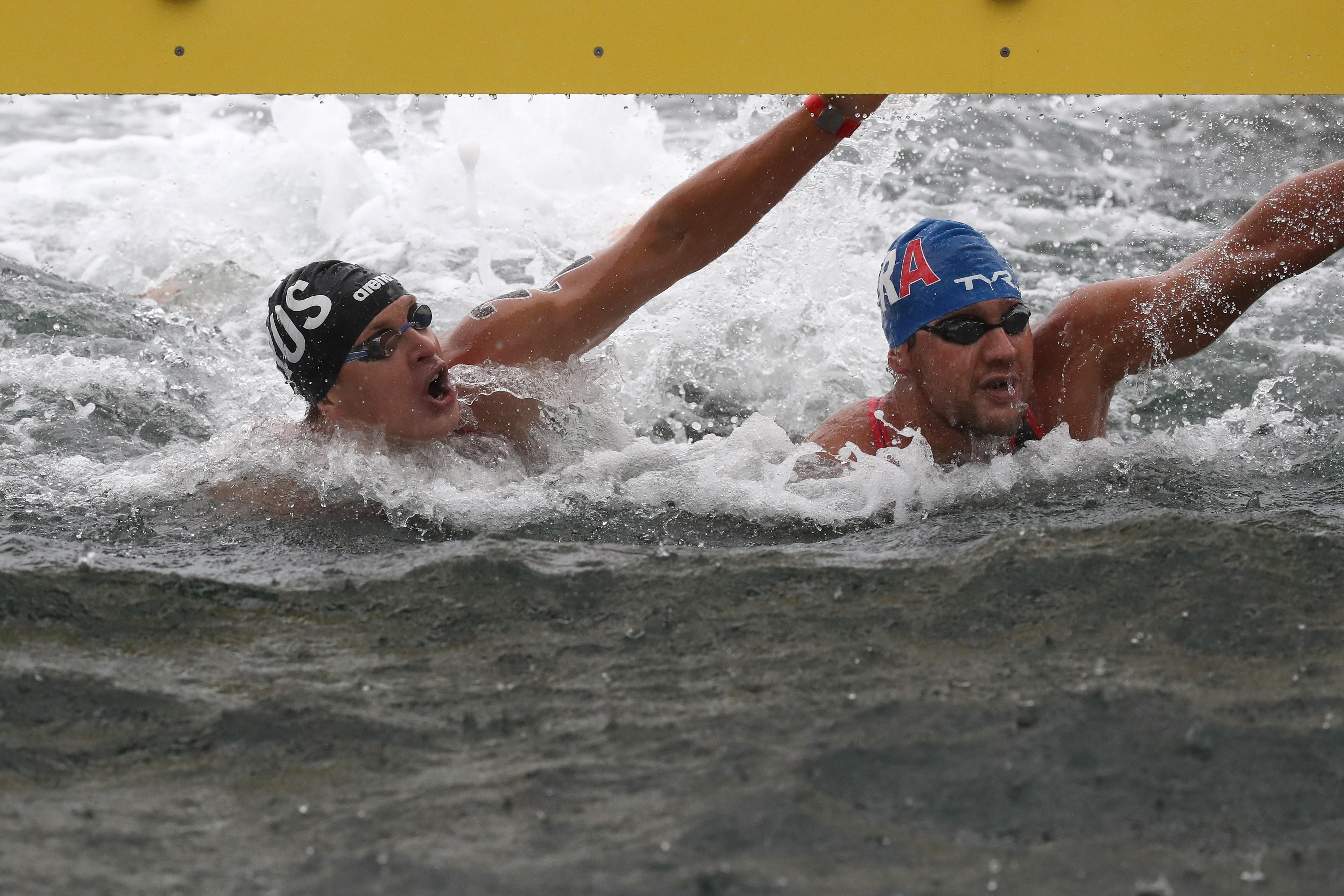 Kirill Belyaev et Axel Reymond à l'arrivée du 25km en eau libre des Mondiaux 2019