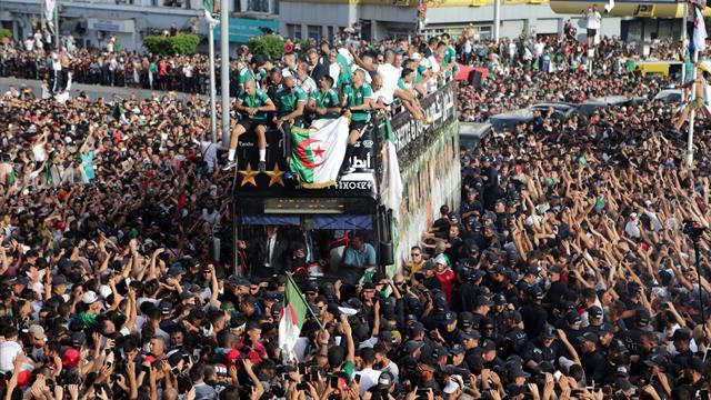 Algeria Campione d'Africa, l'accoglienza dei tifosi ad Algeri è faraonica