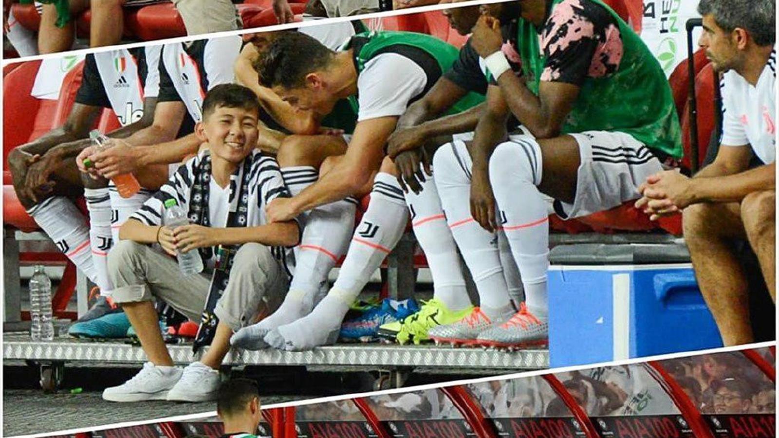 14-летний мальчик из Казахстана выбежал к Роналду и посидел рядом с ним на скамейке запасных