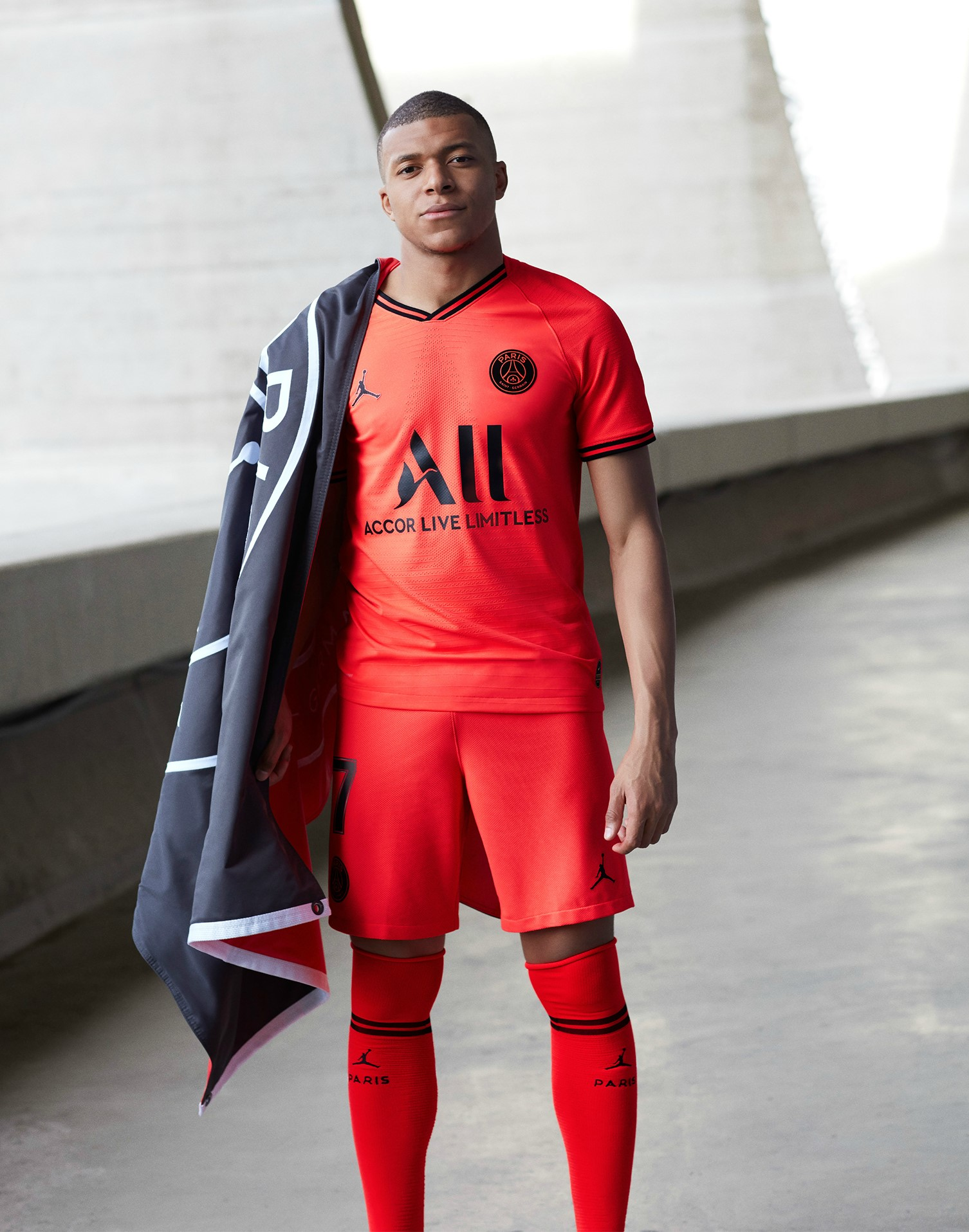 superior quality best choice delicate colors Le PSG présente son maillot extérieur rouge signé Jordan ...