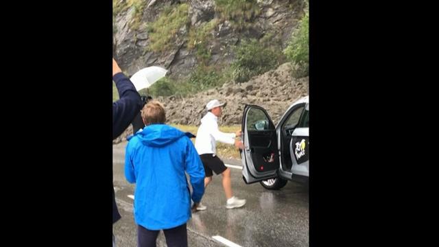 Remarkable footage of landslide in road on Stage 19