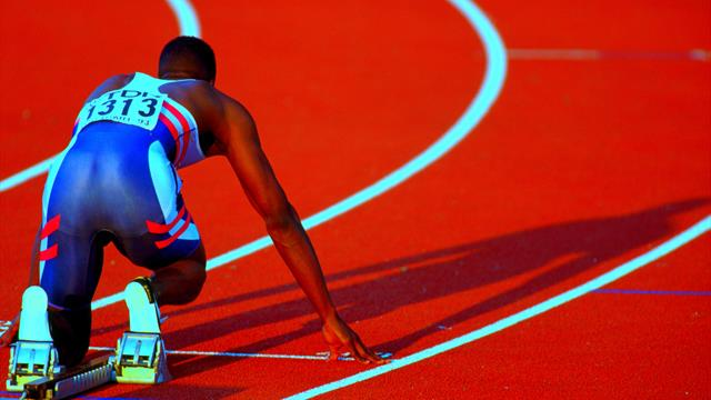 Dis, pourquoi les athlètes courent dans le sens inverse des aiguilles d'une montre ?