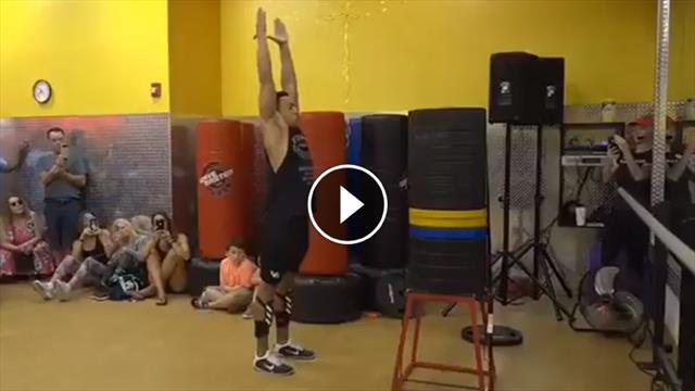 Balzo pazzesco di 163 centimetri: impresa da Guinness dei primati nel salto da fermo
