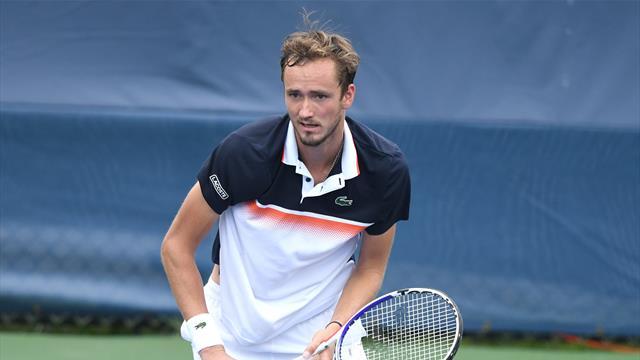 Медведев обыграл Рублева и сразится с Джоковичем за третий финал подряд
