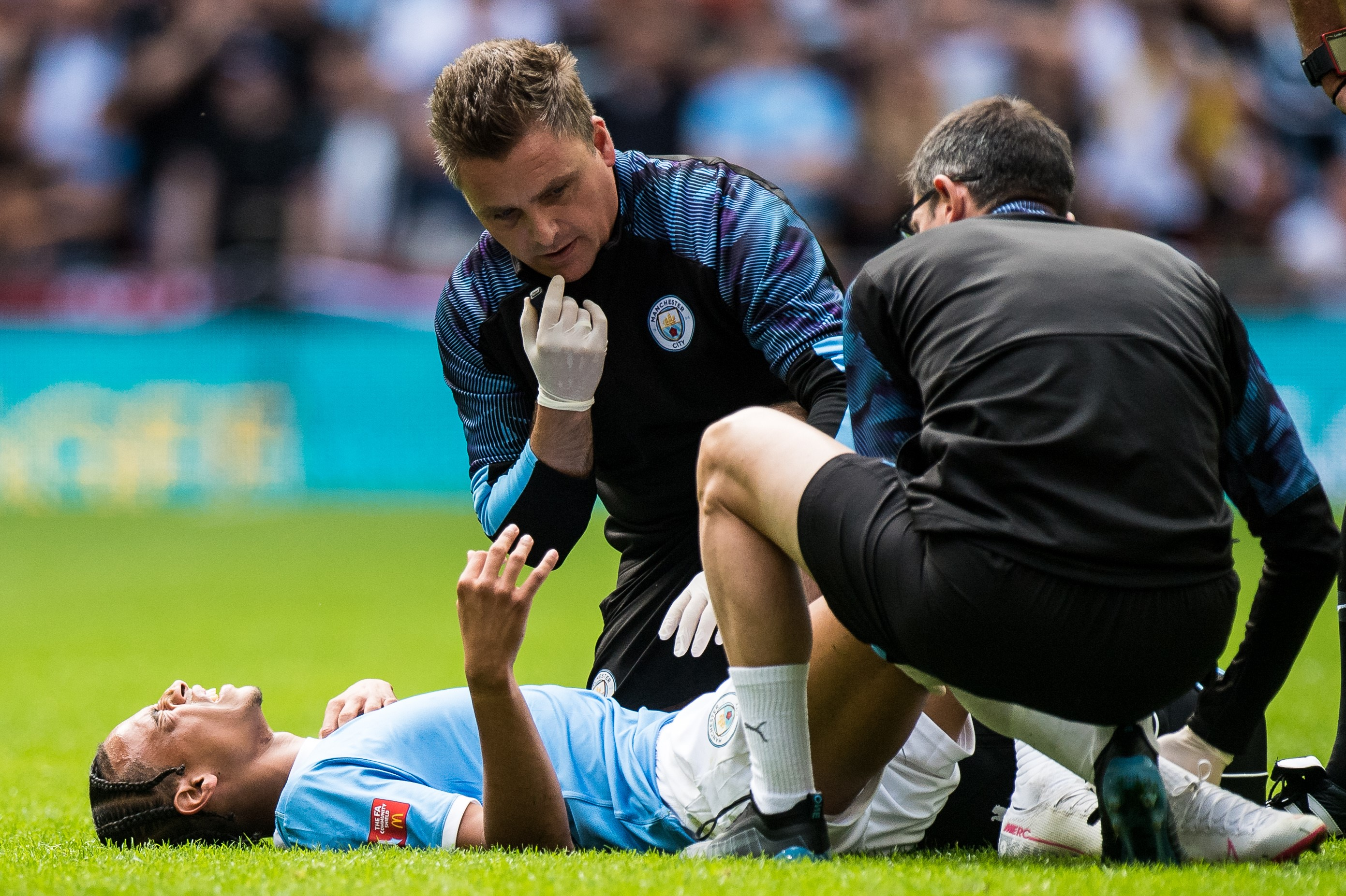 Liverpool ile oynanan Community Shield mücadelesinde sakatlanan Leroy Sane, sezonun bir bölümünü kaçıracak.