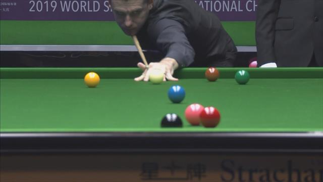 Selby lucks out with incredible fluke on red