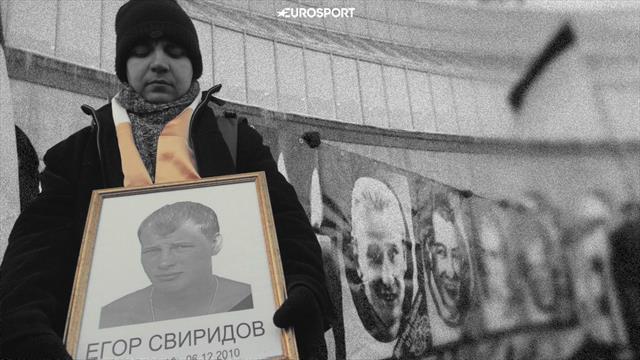 В 2010-м в драке убили фаната «Спартака». 50 тысяч вышли на Манежку, на его могилу приезжал Путин