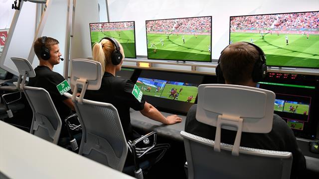 Судья не смог воспользоваться VAR: работник стадиона отключил систему, чтобы зарядить телефон