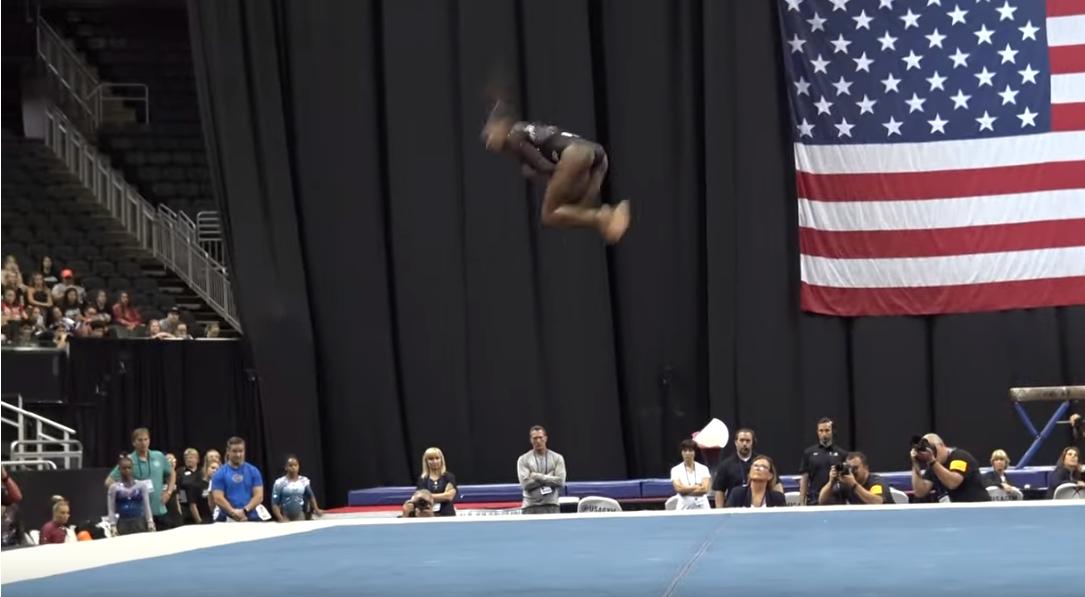 Simone Biles ancora nella storia: doppio salto raccolto all'indietro con triplo avvitamento