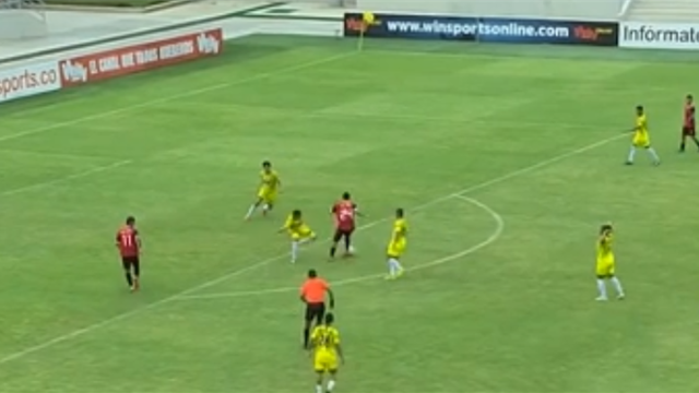 WATCH - Colombian youngster scores Maradona-esque goal