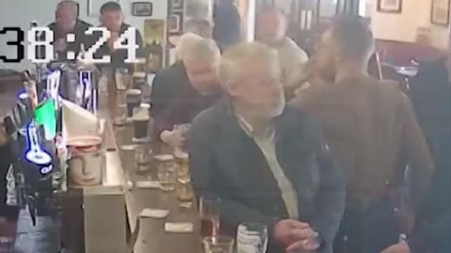 Конор ударил посетителя паба за отказ выпить его виски