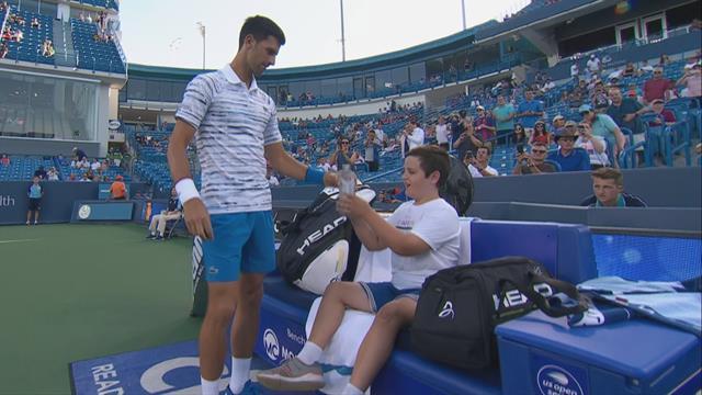 Djokovic offre pendant quelques secondes sa place à un enfant qui a survécu à un cancer
