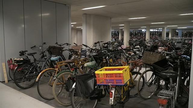 Holanda estrena el mayor parking ciclista del mundo con capacidad para ¡12.650 bicicletas!