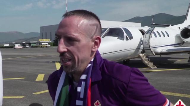 """Ribery atterra a Firenze e saluta in italiano: """"Sono contento, sono in un grande club"""""""