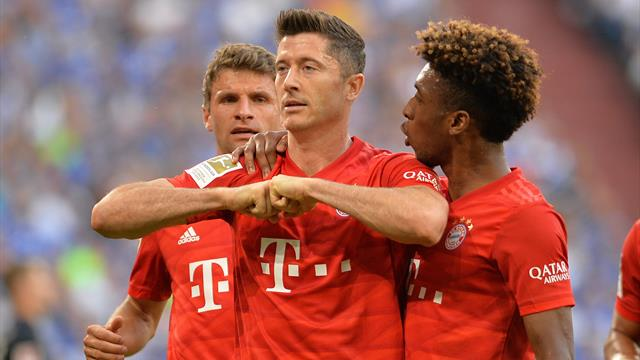 Lewandowski risveglia il Bayern: tripletta e Schalke all'angolo. Debutto per Coutinho e Perisic