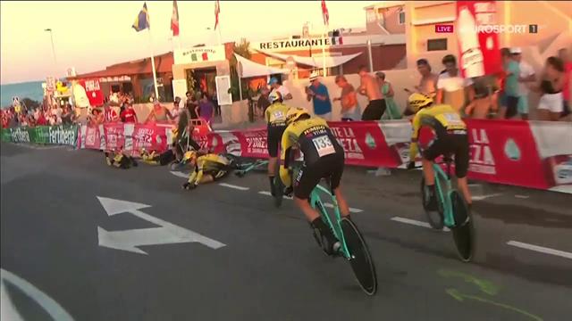 Strada bagnata e la Jumbo Visma finisce a terra: comincia in salita la Vuelta di Roglic