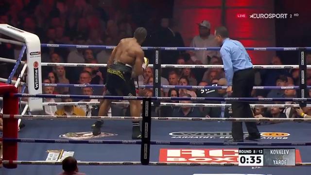 Brutal combinación de golpes de Yarde que casi manda a la lona a Kovalev
