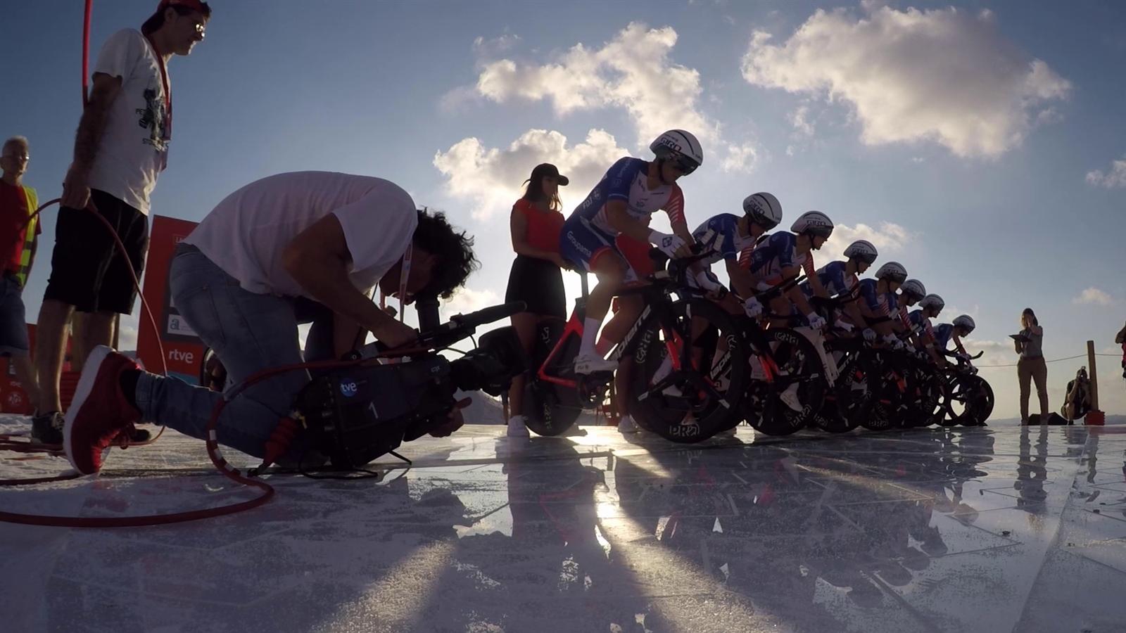 Vuelta a Espana: onboard beelden etappe 1