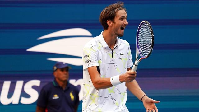 Медведев – в полуфинале US Open. С Вавринкой победил травму бедра и опять заткнул зрителей