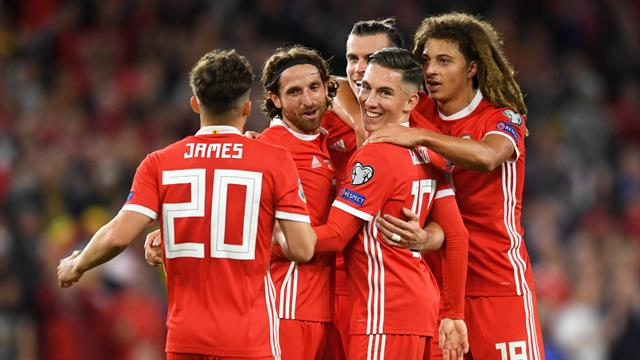 Bale grabs late winner to keep Wales' Euro dreams alive