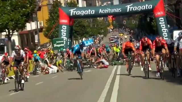 Massive high-speed crash leaves riders strewn across the road at La Vuelta