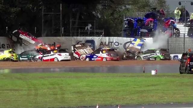 Unglaublicher Massencrash: Elf Autos in einer Kurve raus!