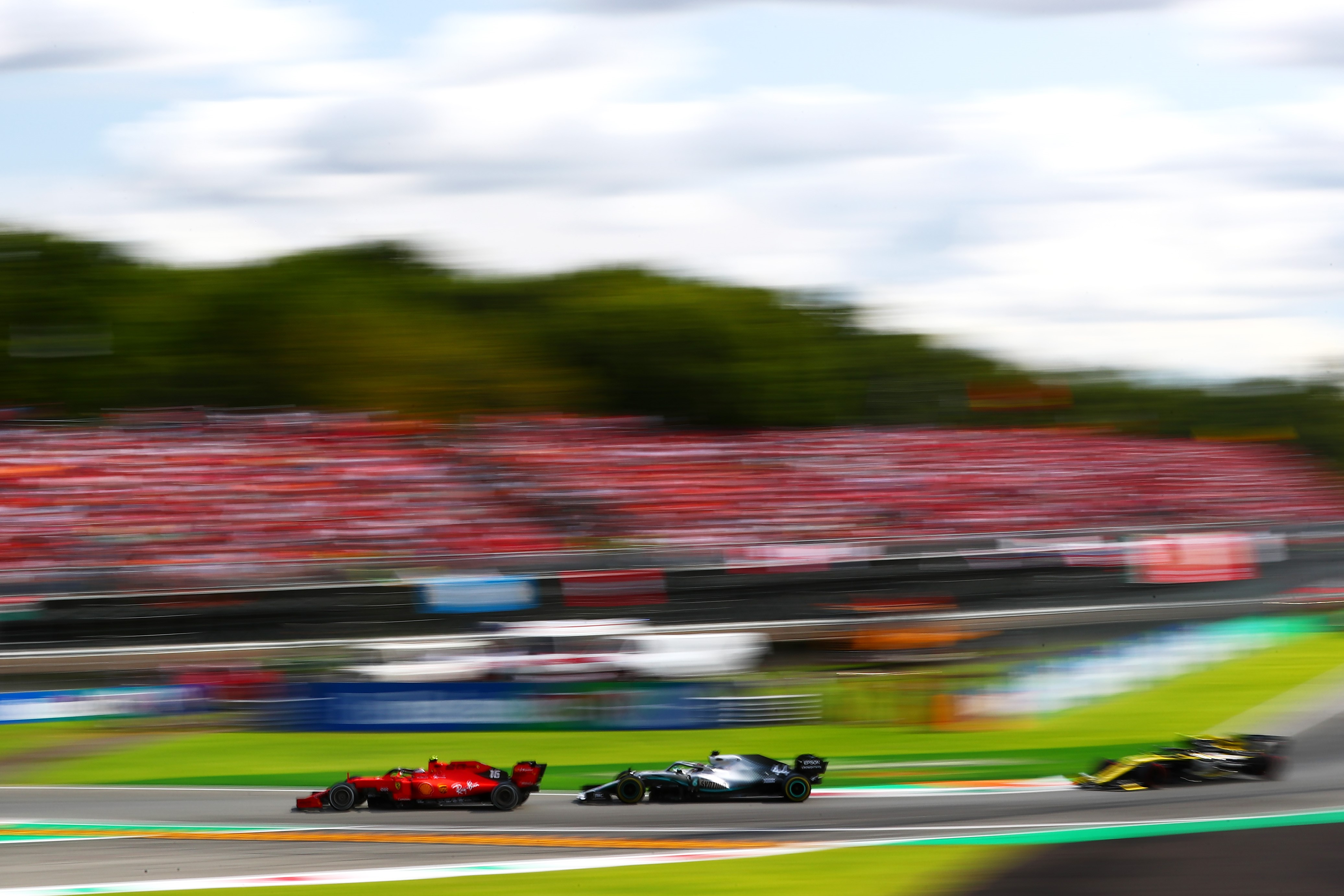 Charles Leclerc (Ferrari) et Lewis Hamilton (Mercedes) au Grand Prix d'Italie 2019