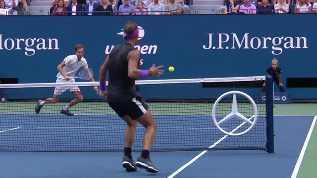 """""""Match Point"""", le remake : sur ce coup, la balle de Nadal a touché le filet deux fois"""
