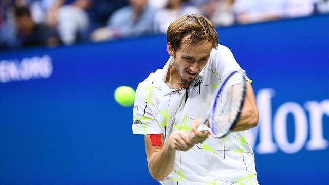 Un jeu de mutant et un break surprise : comment Medvedev a chipé le troisième set
