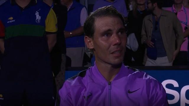 Le lacrime del campione: Nadal non si trattiene dopo la vittoria, il pubblico lo acclama