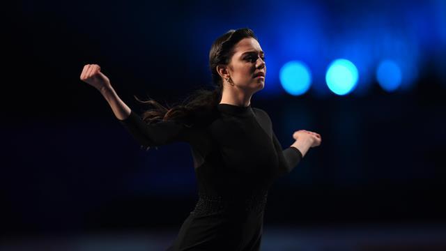 Медведева не делала четверной, а Трусова перепрыгала мужчин. Фигуристы презентовали новые программы