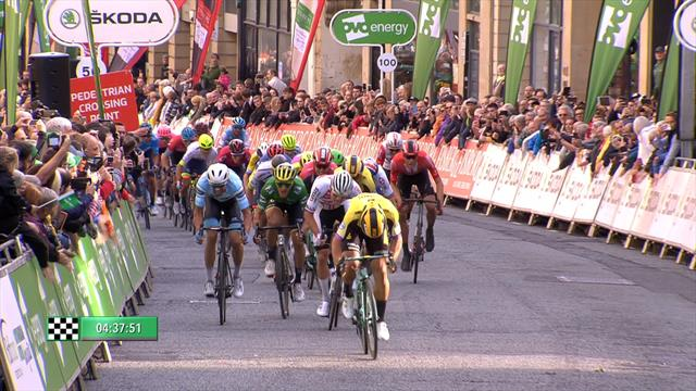 Da kann auch van der Poel nur staunen: Der Sprint um den Sieg auf der 3. Etappe