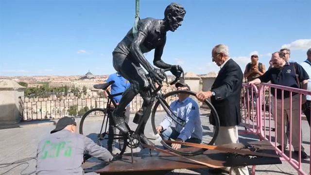 Vuelta a España 2019: La estatua de Bahamontes restaurada espera a la 'serpiente multicolor'