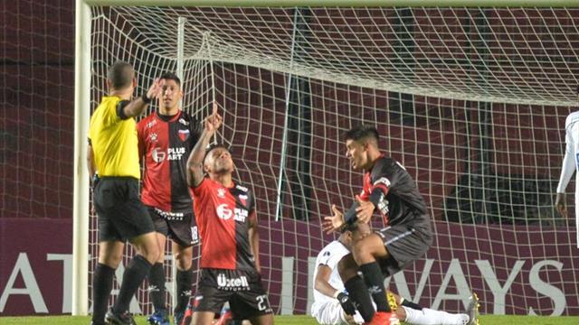 Colón vence por penaltis a Atlético Tucumán y avanza a los cuartos de final
