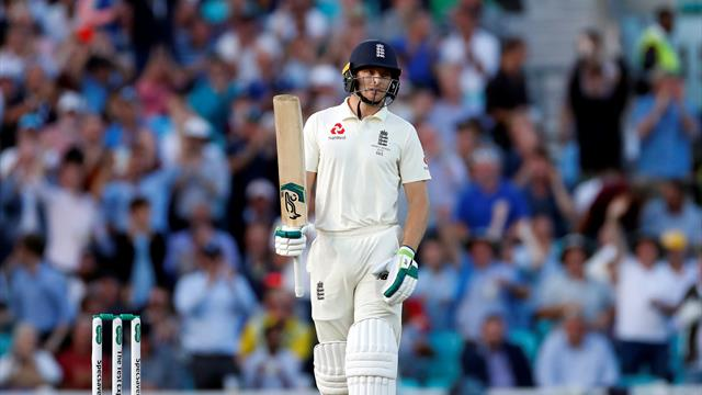England struggle after familiar collapse against Australia