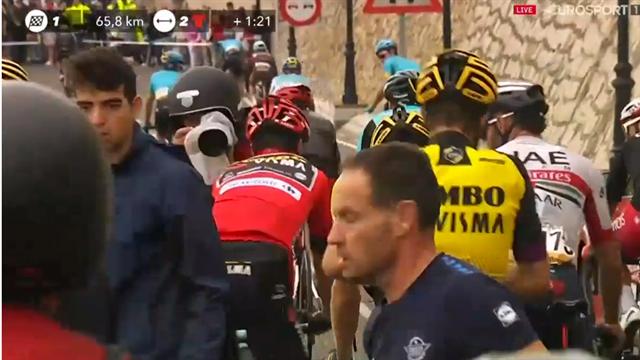 Vuelta a España 2019: Una caída masiva pilla a Roglic y rompió la carrera con Movistar tirando