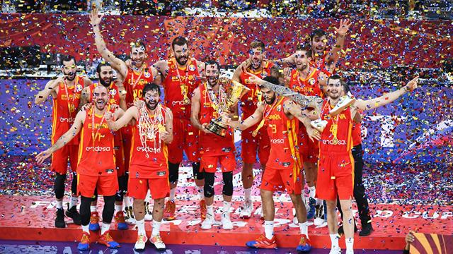Spain dominate Argentina to secure World Cup