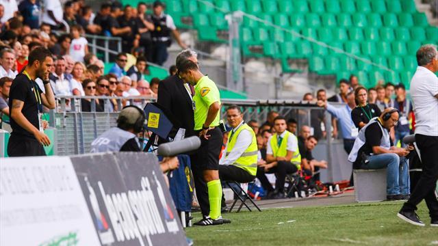 """""""Le VAR tue le foot"""" : les Verts et les Violets en ont ras-le-bol"""
