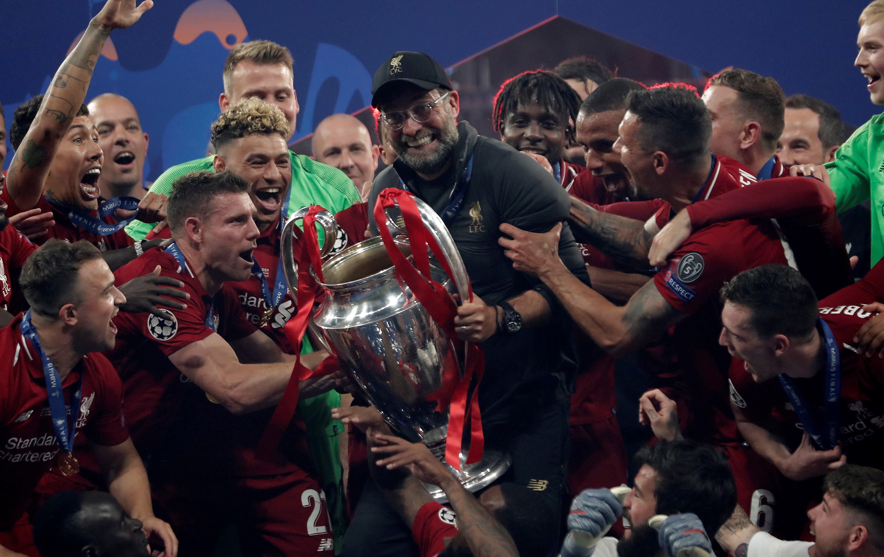 Head coach Jurgen Klopp of Liverpool lifts the Champions League Trophy after winning the UEFA Champions League Final between Tottenham Hotspur and Liverpool at the Wanda Metropolitano in Madrid, Spain on June 01, 2019. (Photo by B